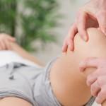 Testy funkcjonalne stawu kolanowego z wykorzystaniem stołu do masażu i rehabilitacji